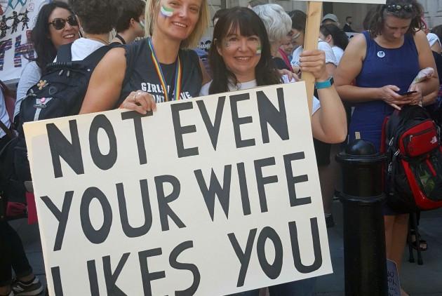 «Ούτε καν η γυναίκα σου δεν σε συμπαθεί!!!»