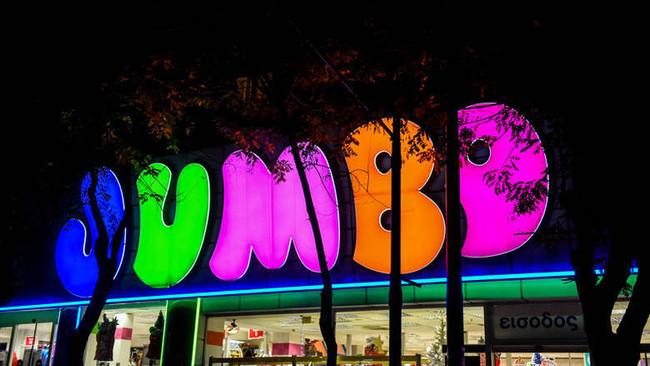 ΤοJumbo απαγορεύει στους υπαλλήλους να πίνουν νερό μπροστά στους πελάτες..
