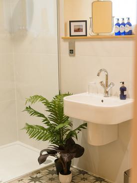 Am Bothan Dubh Shower room
