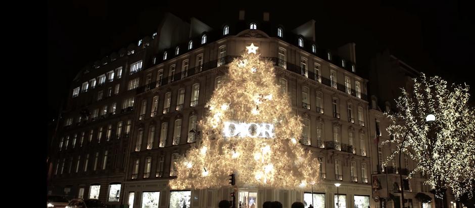 The most dazzling Christmas trees of 2018.    أكثر أشجارالكريسماس أبهاراً لعام2018