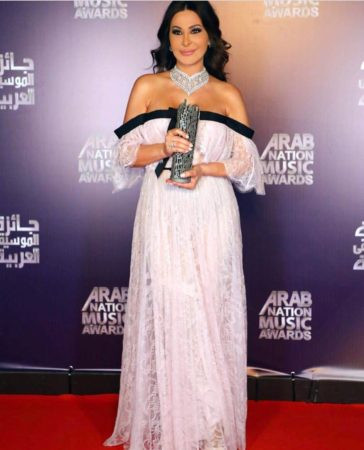 Elissa  rocks in a white lace off the shoulder dress by Giambattista Valli at the Arab Nations Music Award in April 2017