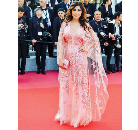 At the Cannes Film Festivals 2018 Elissa was wearing in a homogeneous rose color a dress  by international Lebanese fashion designer Elie Saab.