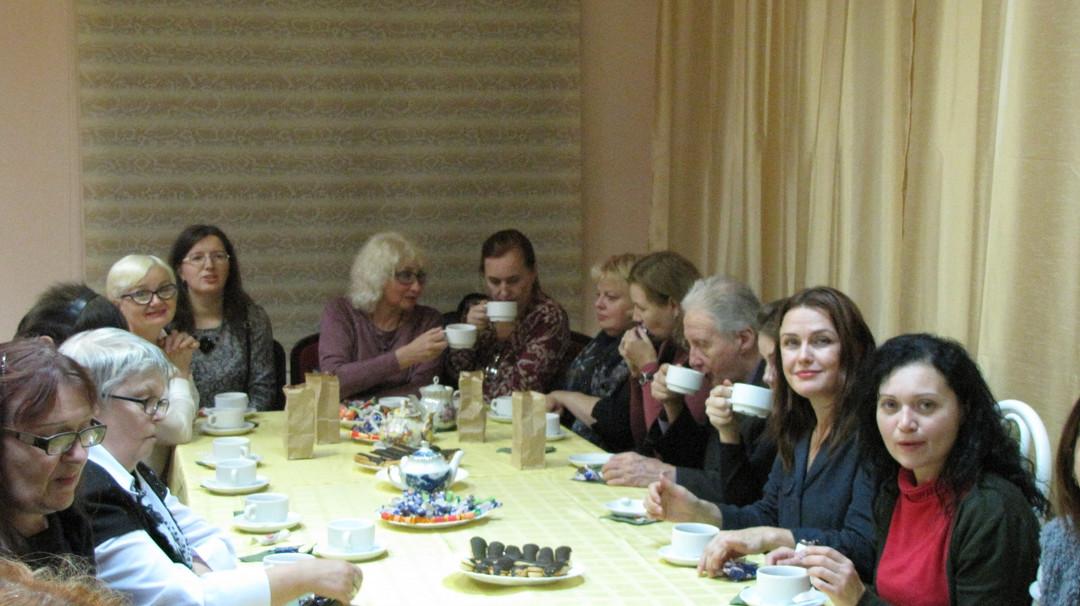 ПО УЗКОЙ ТРОПИНКЕ ПАМЯТИ   День четвёртый. За чашкой чая.