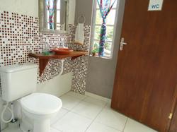 Banheiro térreo em área social