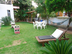 Área social com churrasqueira para uso.