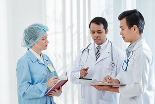 physician-discussing-treatment-plan-F8LF