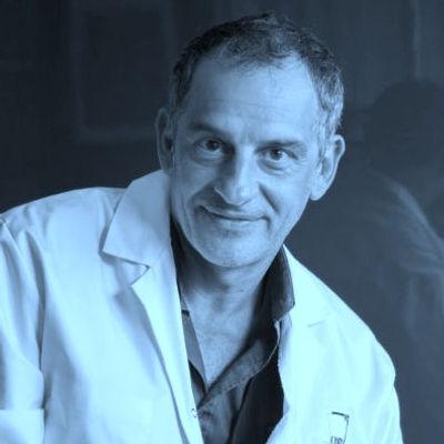 Le professeur Pascal PUJOL. Consultation de génétique des cancer