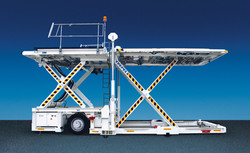 trepel-airport-equipment-cargo-high-loader-champ-70-01