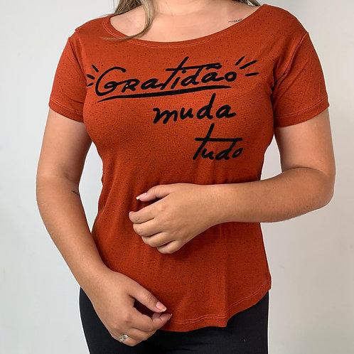 T-Shirt Gratidão Muda Tudo - 13