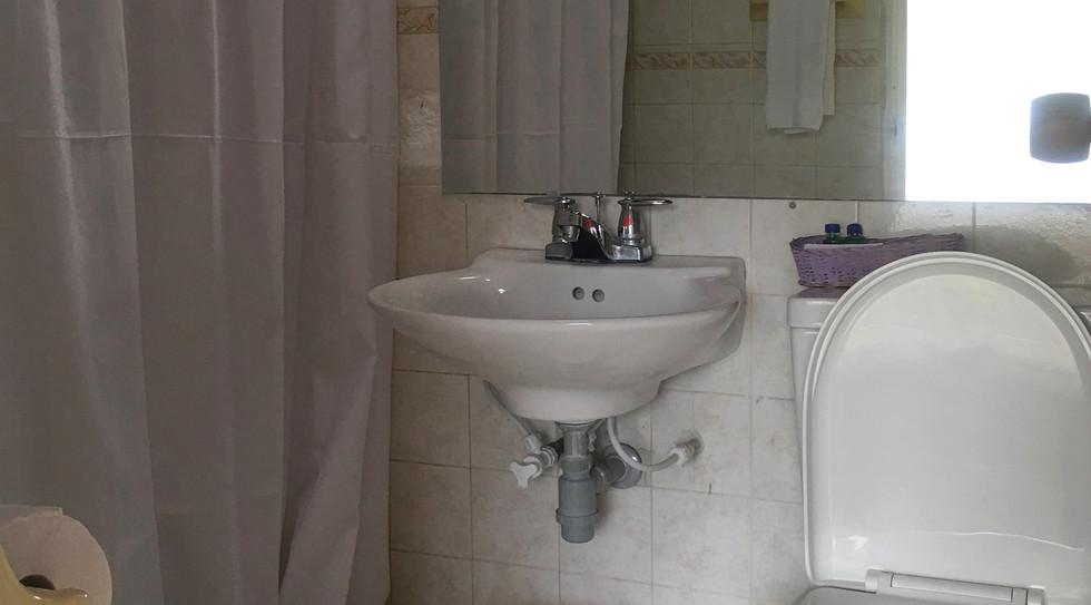 106.baño.jpg