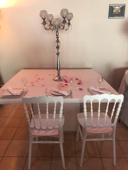 chaise_Napoléon_blanche_table_plexie_2