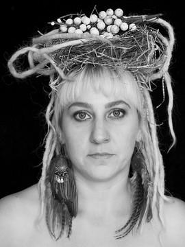 Donna, Nest Woman