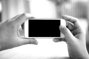 pessoa-tirar-uma-foto-com-o-celular_1232