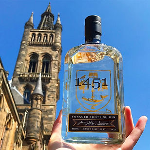 Blue skies and golden gin ⭐️_•_•_•_#gin