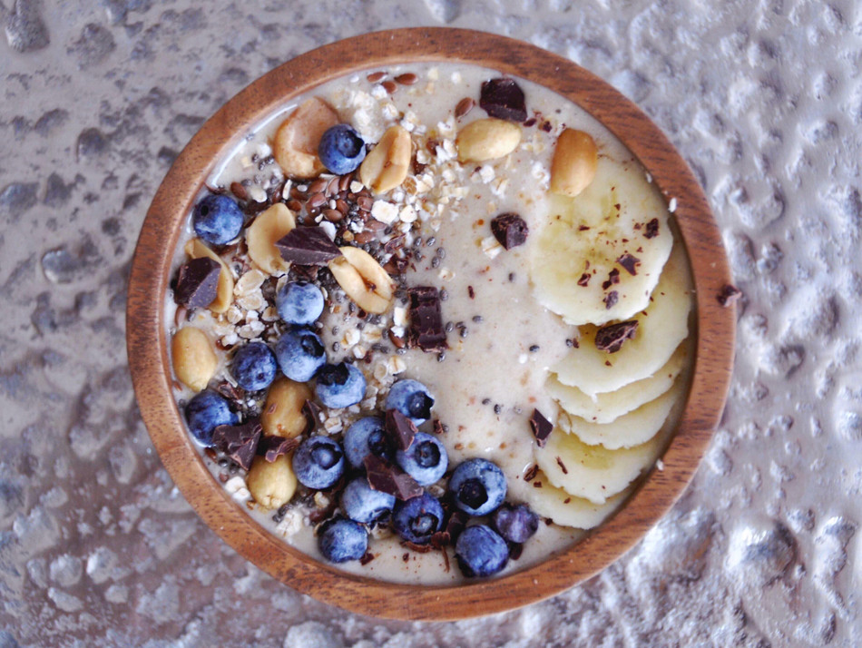 CARAMEL SMOOTHIE BOWL