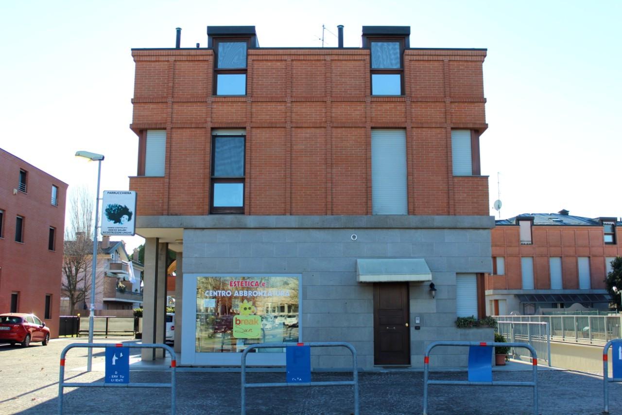 Edificio mattone a vista facciata