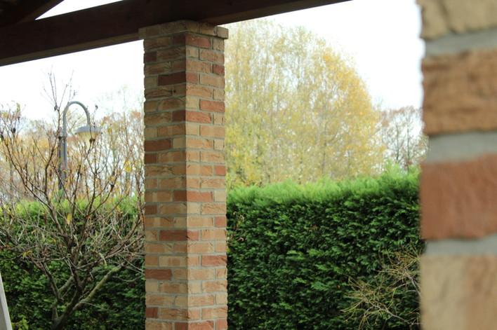 Porticato colonna mattone a vista