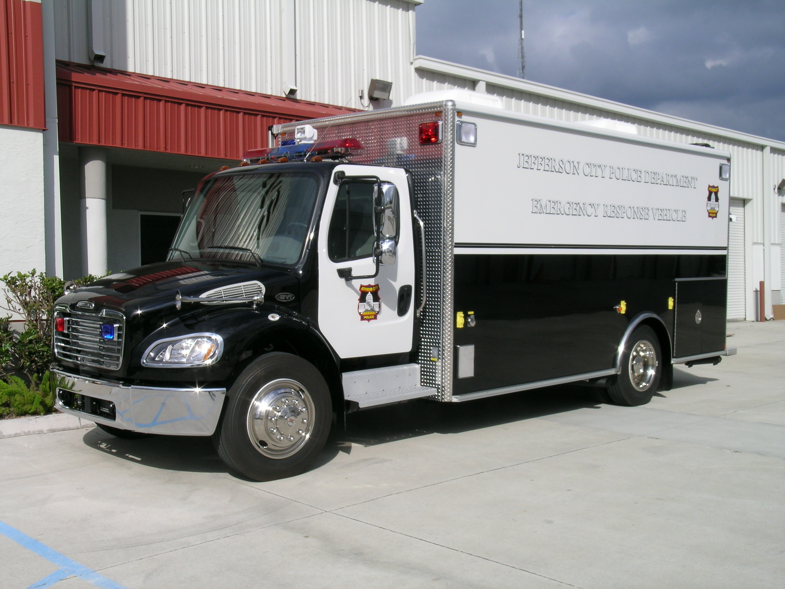 EVI 18-Ft Emergency Response Vehicle