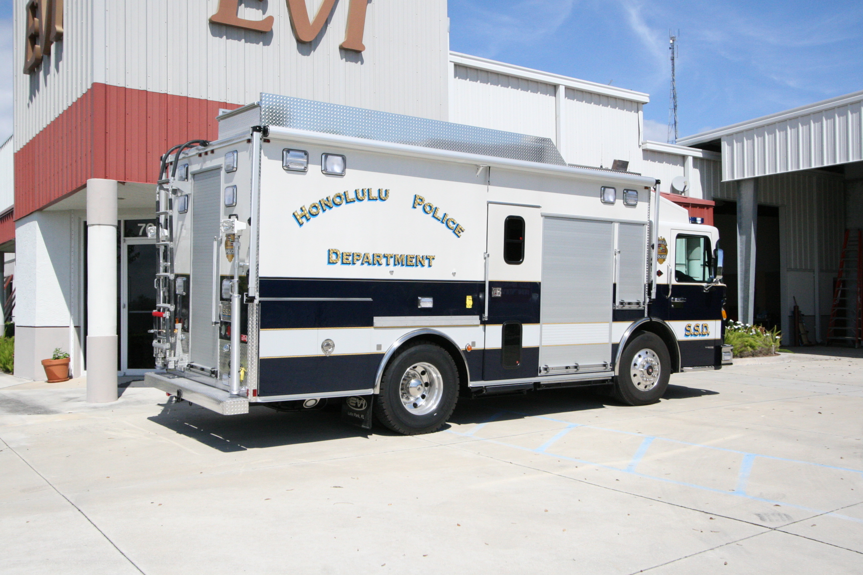 23-Ft Tactical/Command Vehicle (TVC)