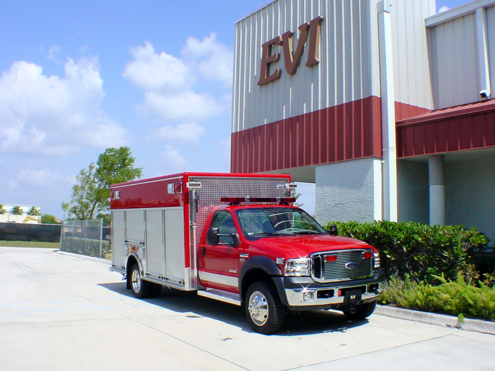 EVI 14-Ft. Non-Walk-In Rescue Truck