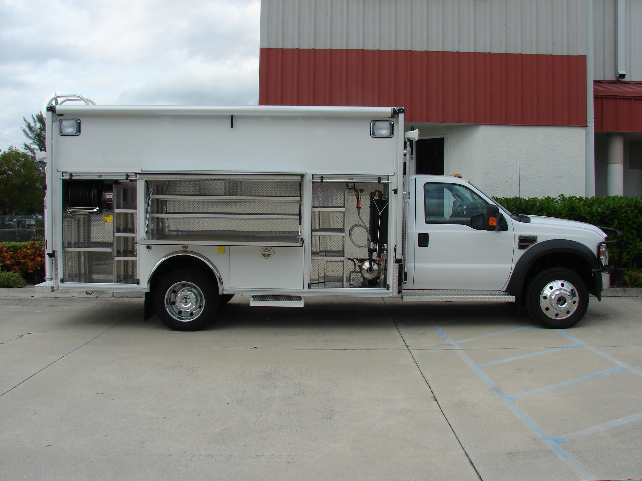 14-Ft Walk-In DEA Lab Safety Vehicle