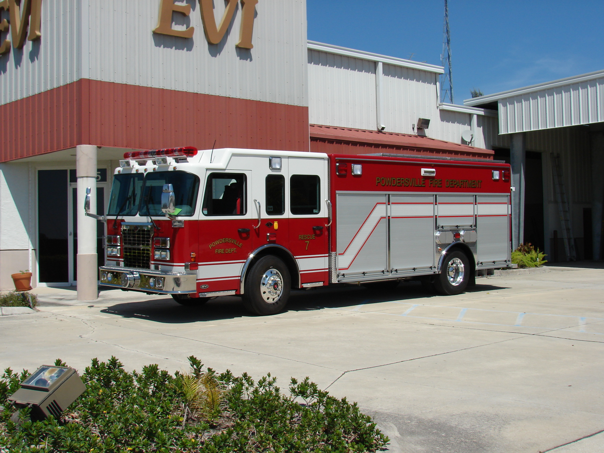 18-Ft. Non-Walk-In Rescue Truck