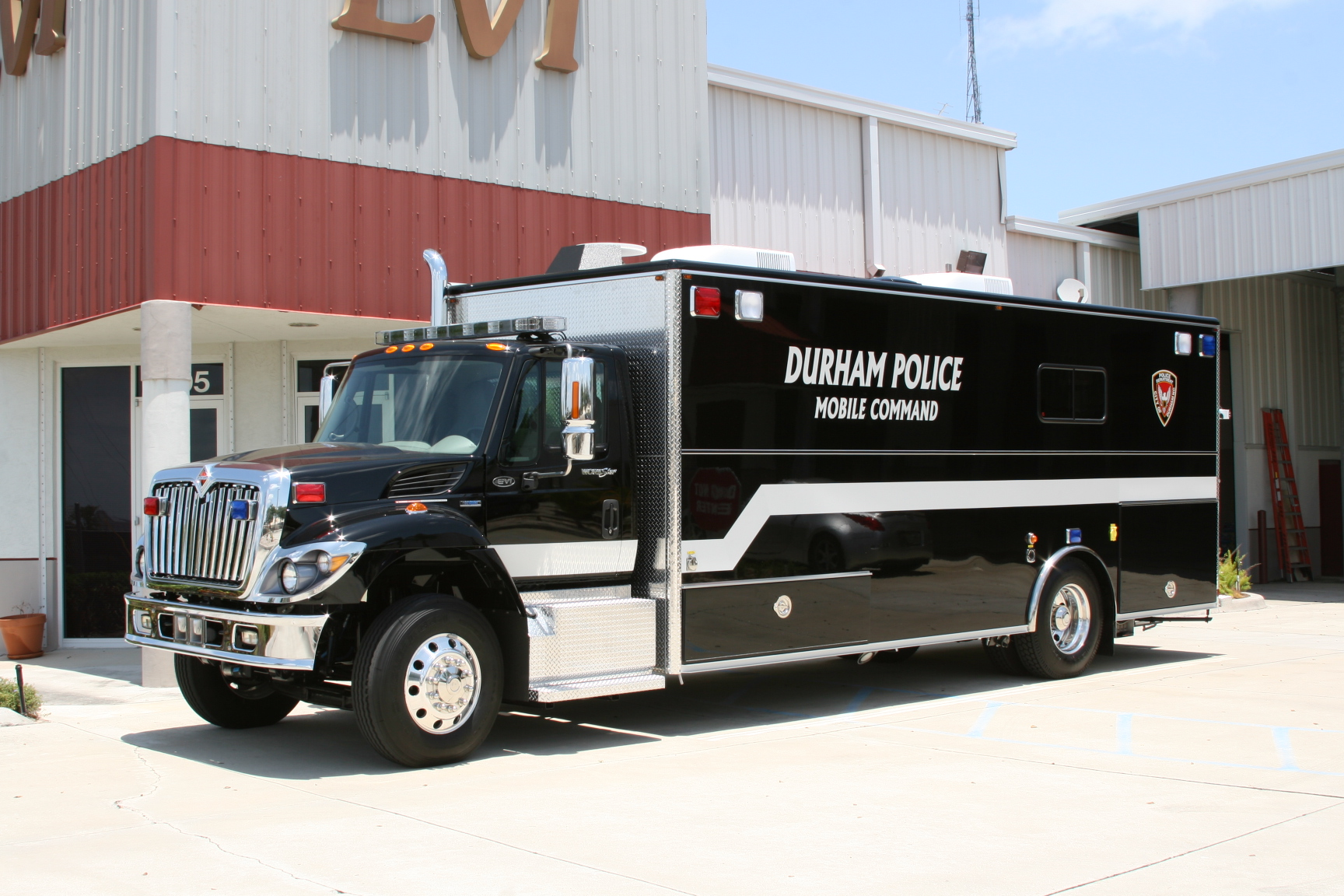 EVI 23-Ft. Walk-In Command Vehicle