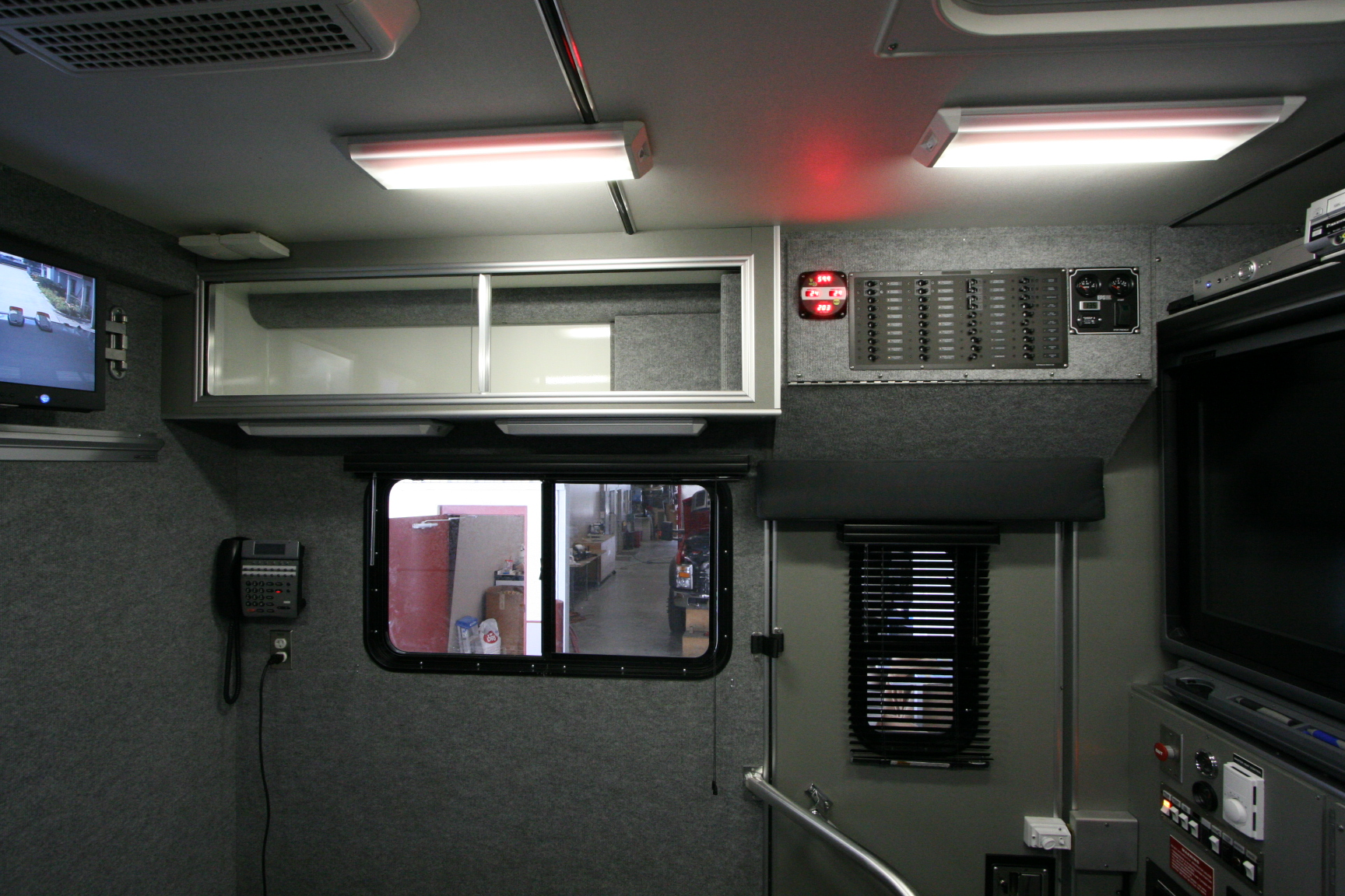 32-Ft. Walk-In Communications