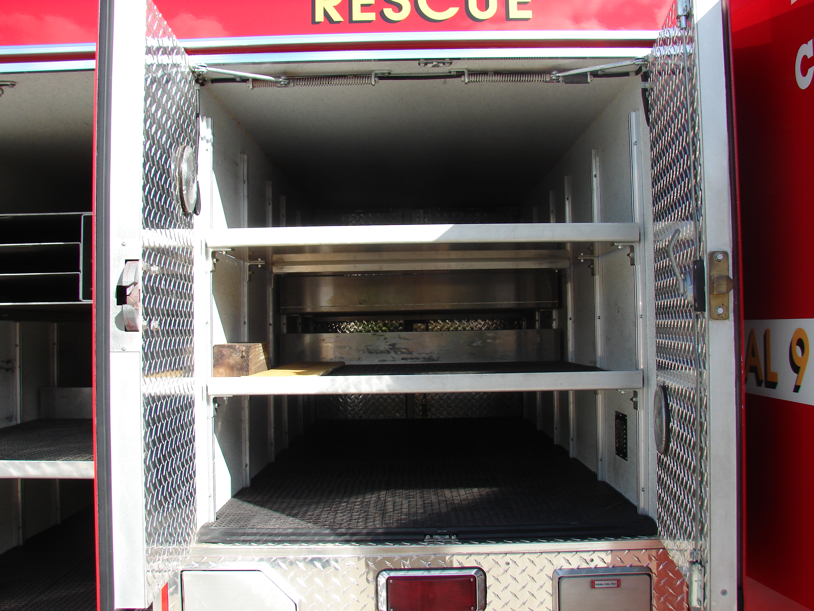 10-Ft. Non-Walk-In Rescue Truck