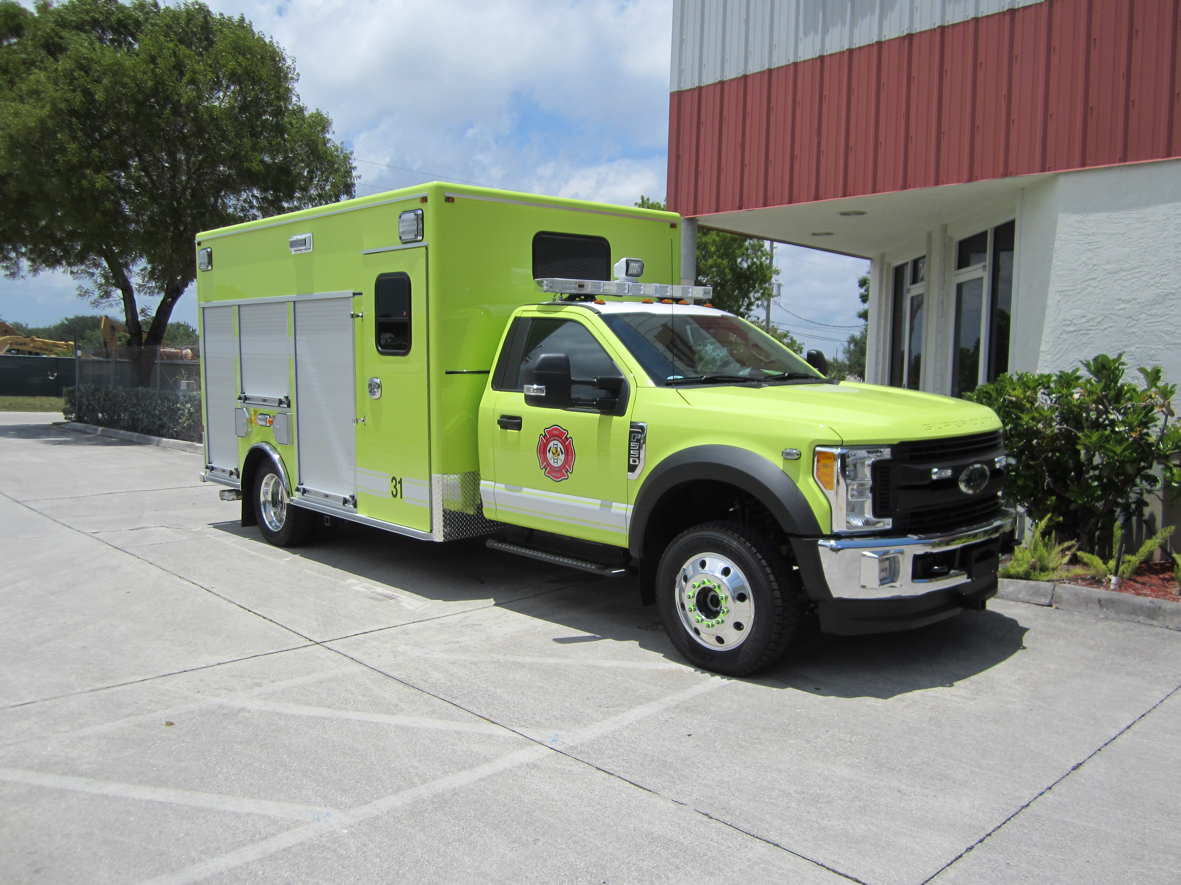 EVI 15-Ft. Non-Walk-In Rescue Truck