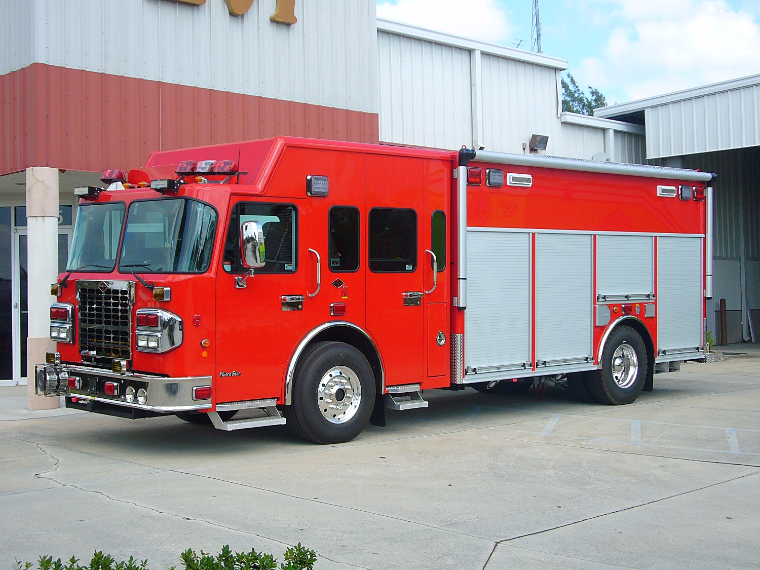 EVI Non-Walk-In Heavy Rescue Truck