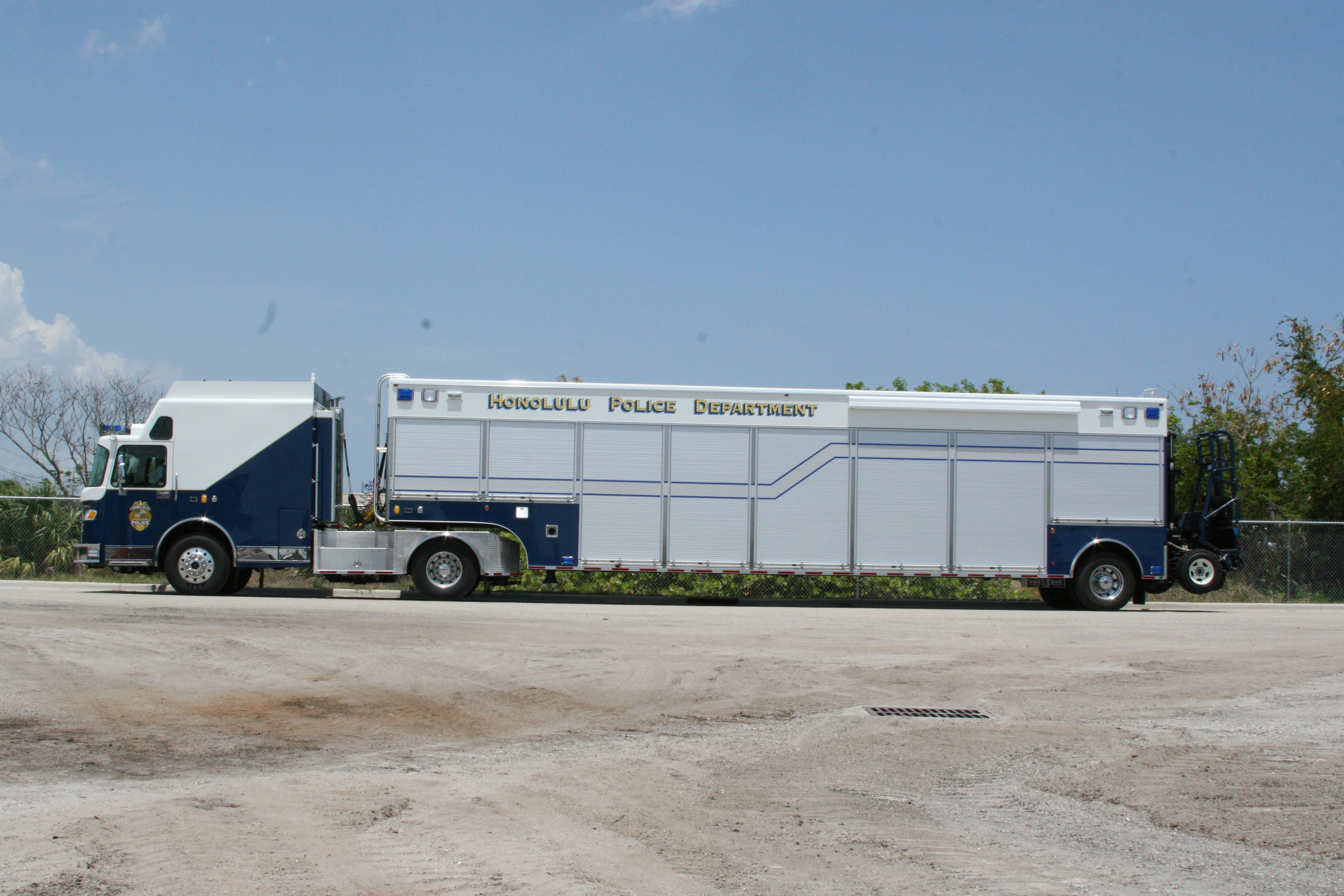 43-Ft Tractor Trailer Command Veh.