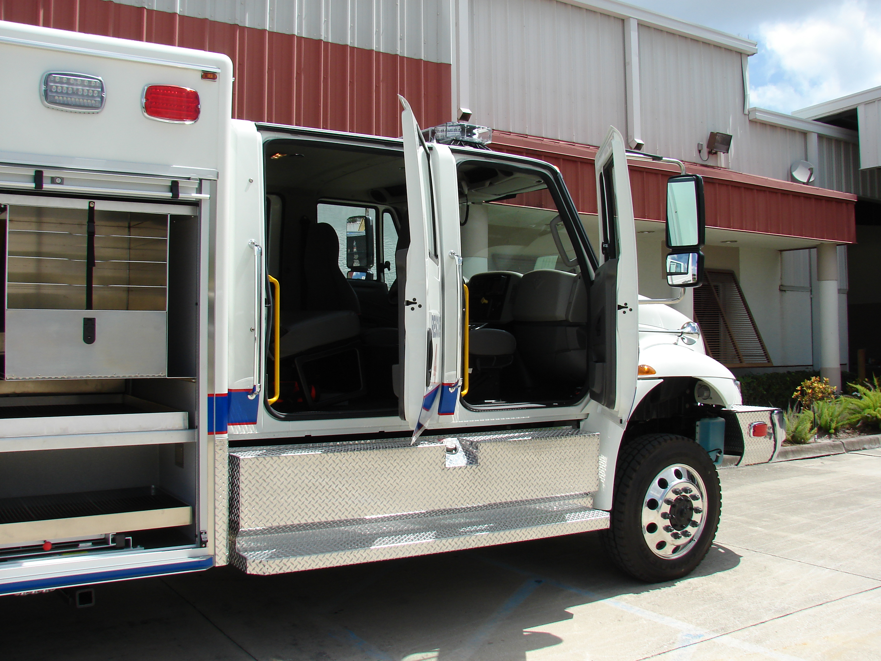 13-Ft. Non-Walk-In Fire Rescue Truck