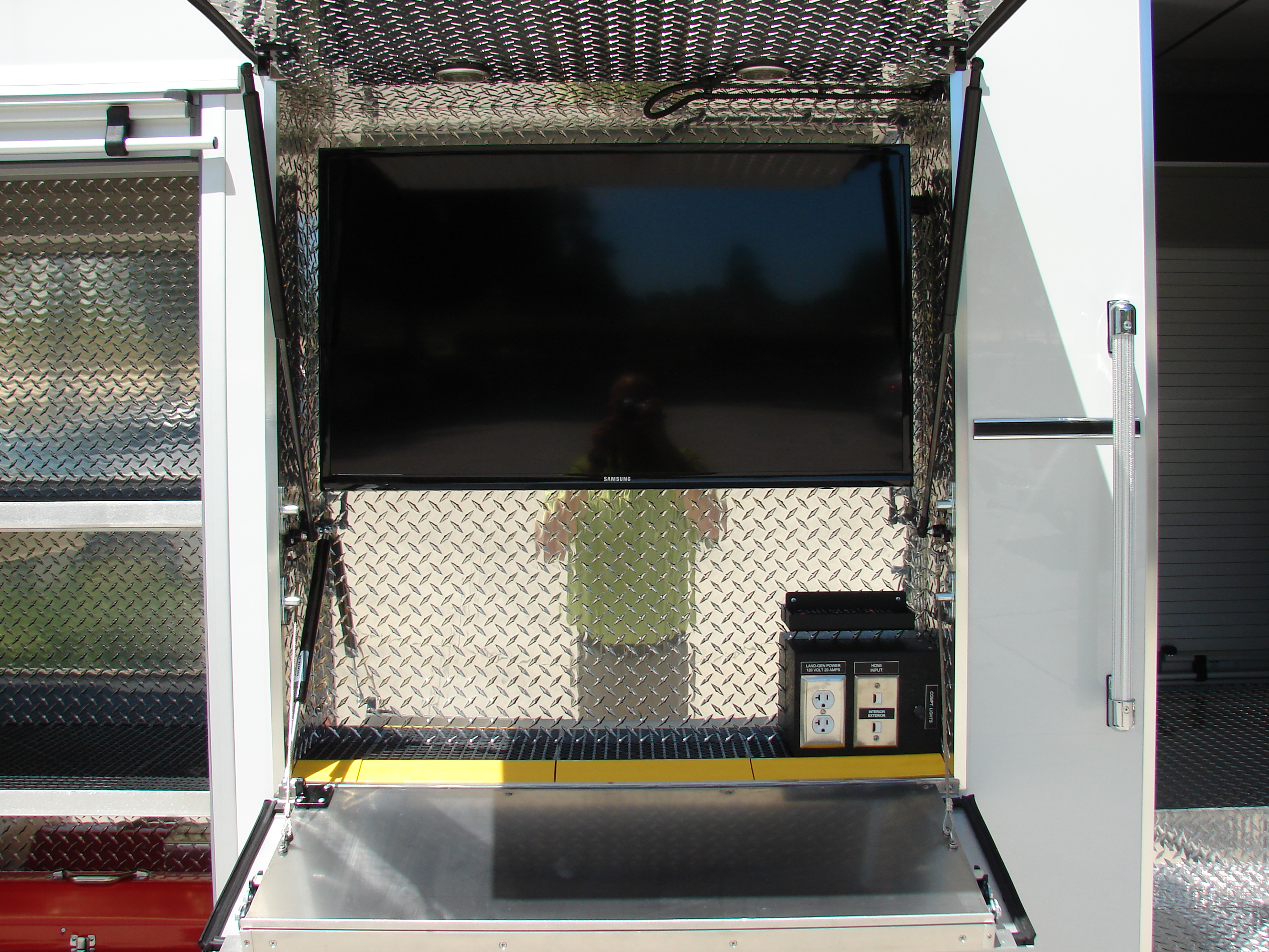 16-FT Walk-In EOD Unit