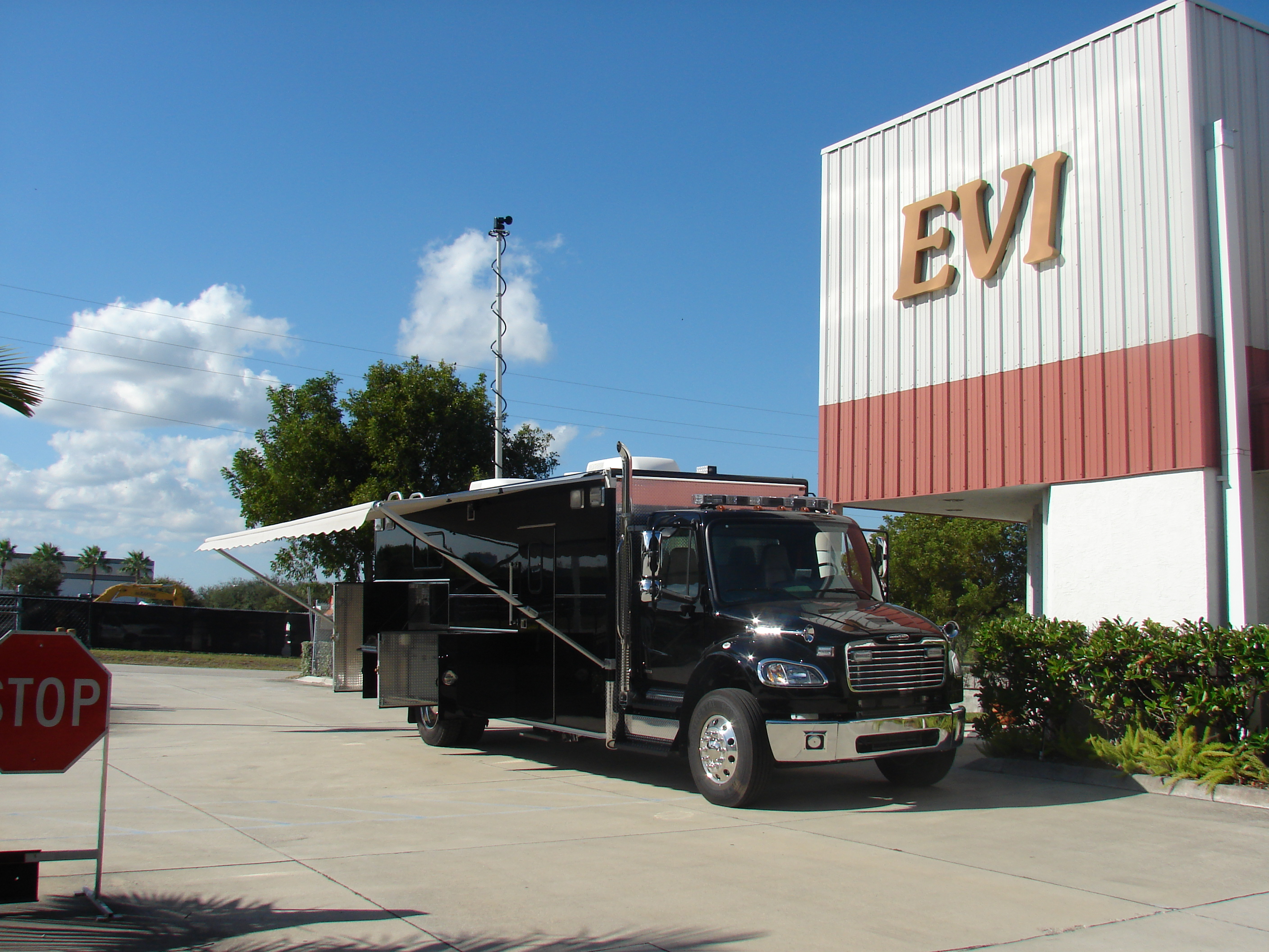 EVI 22-Ft. Command Unit