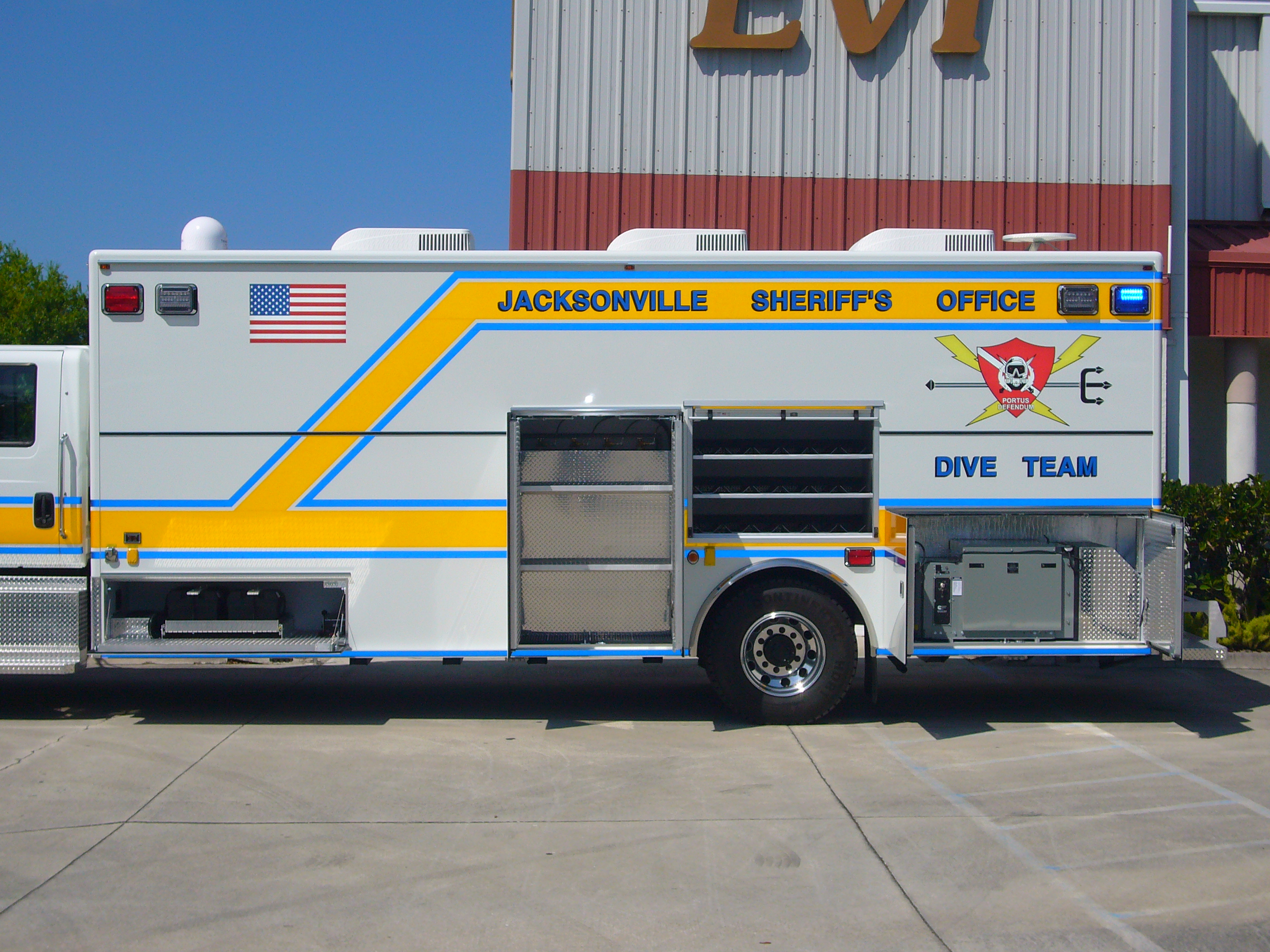 24-Ft. Walk-In Dive Team Truck