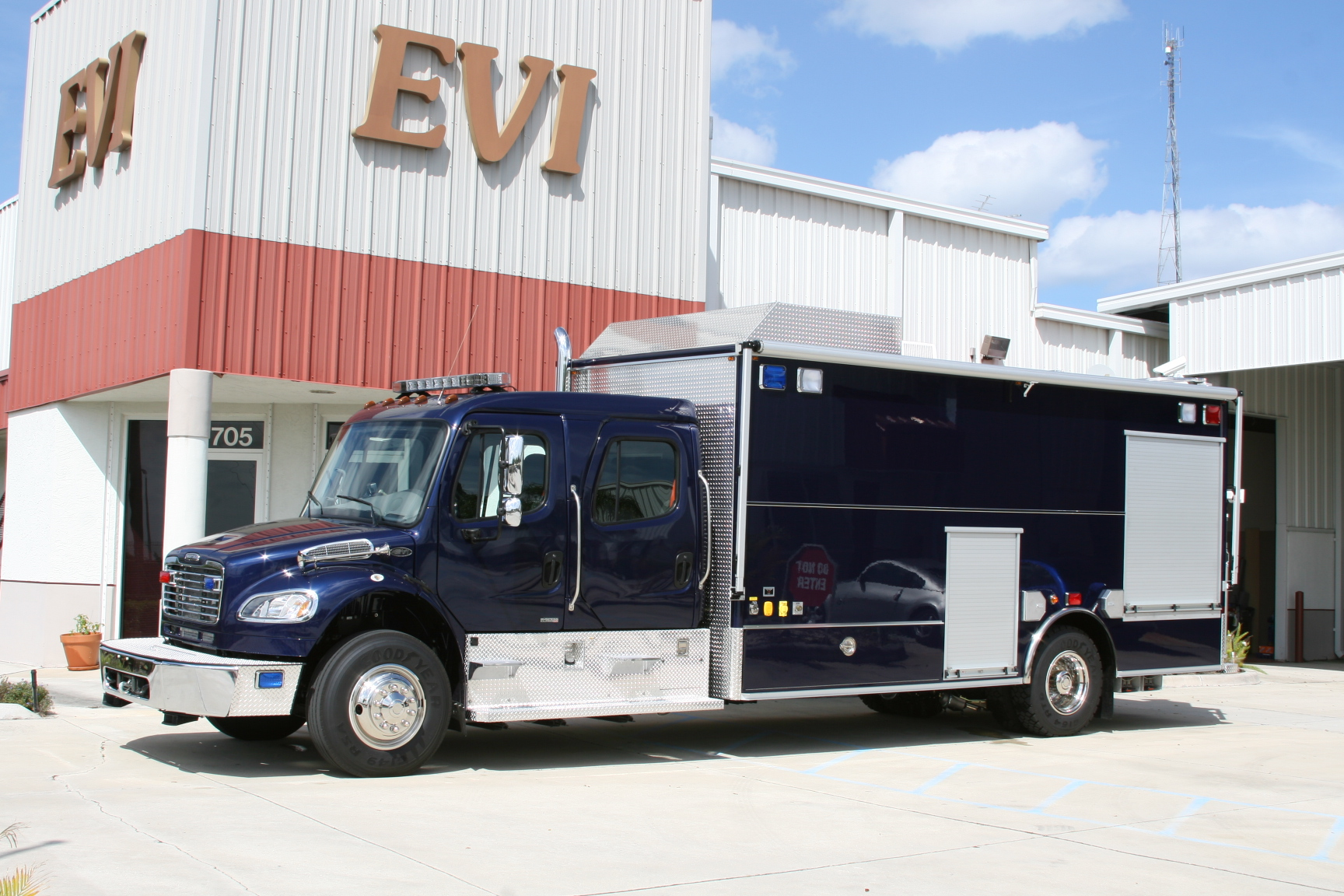 EVI Walk-In EOD Response Vehicle