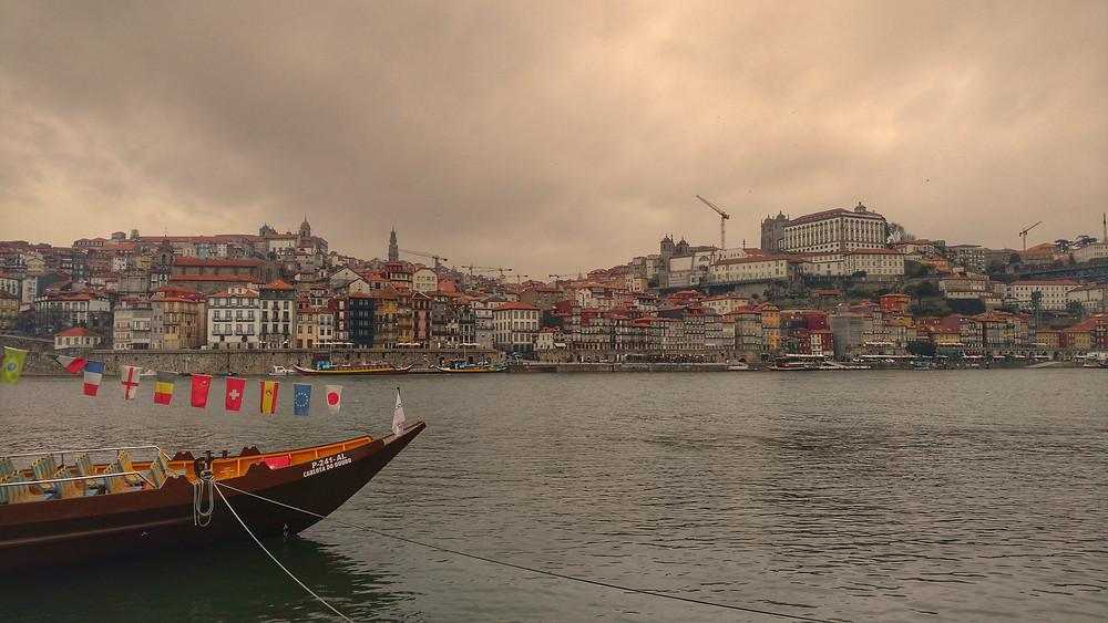 Cidade do Porto ao fundo