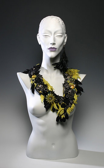 FALLING LEAVES COLLAR