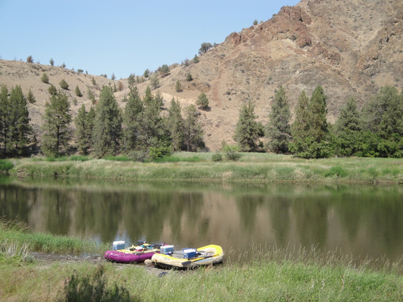 Rafting down the John Day River