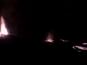 L'éruption du Piton de la Fournaise filmée de nuit à La Réunion