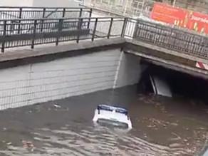 Miramas : 2 voitures dont une de police sous l'eau