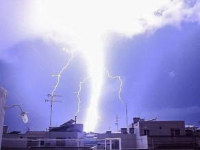 Puissant impact de foudre à Malte