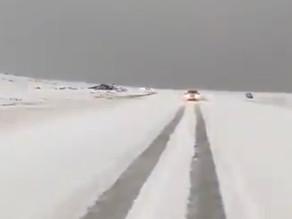 Vidéo. Le désert recouvert par une couche de grêle en Arabie Saoudite
