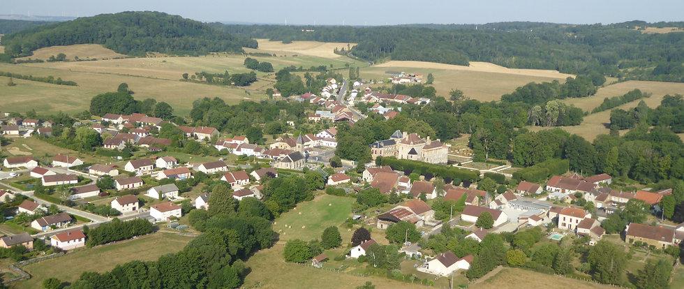 Vue aérienne du village panoramique.jpg