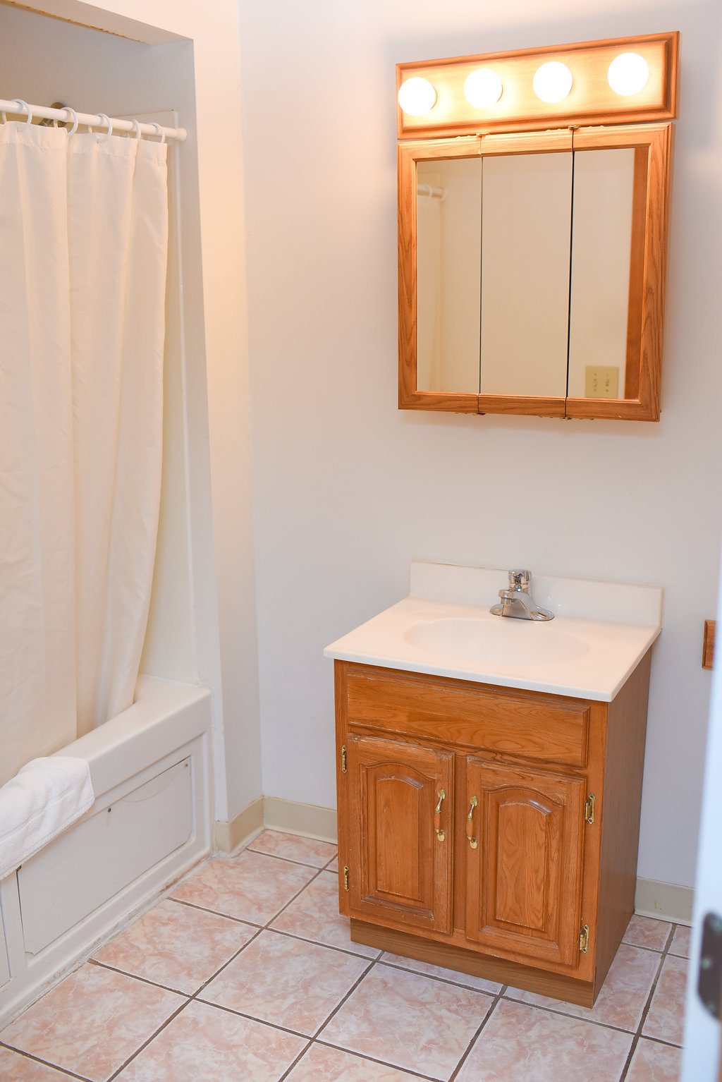 Main Lodge Bathroom