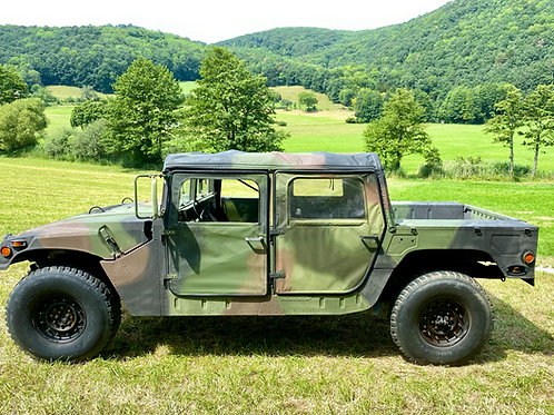 Humvee - HMMWV / High-Mobility-Multipurpose-Wheeled-Vehicle