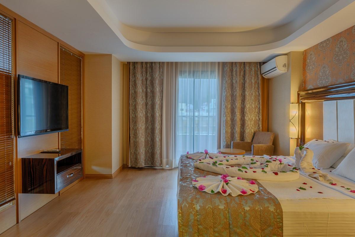 golden-rock-beach-hotel-suit-2.jpg