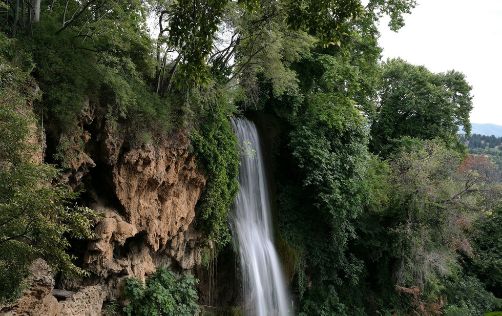 waterfall-389859_1920.jpg