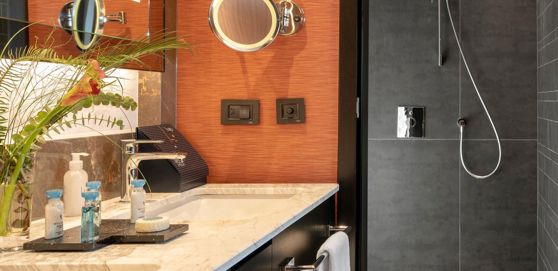 Room Bathroom - 05 - Turuncu Shower.jpg